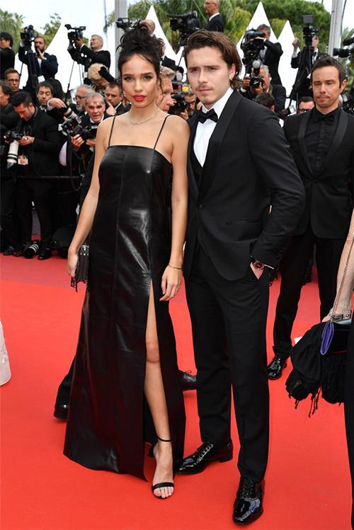 Brooklyn Beckham sánh đôi cùng cô bạn gái hơn hai tuổi Hana Cross.