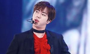 Jin (BTS) 'tái mặt' khi bị fan công khai chê nhảy kém trên show Mỹ