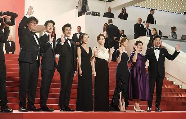 Đoàn phim Ký Sinh Trùng tại LHP Cannes 2019.