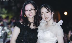 Nữ sinh Chu Văn An lên đồ, dự tiệc trưởng thành