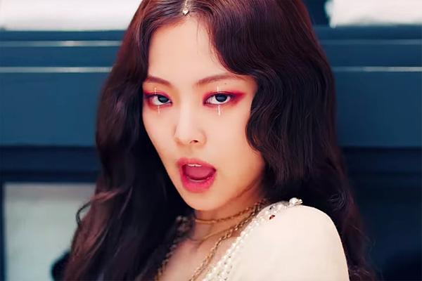 Video trang điểm của Rosé (Black Pink) khiến fan cãi nhau tơi bời khói lửa