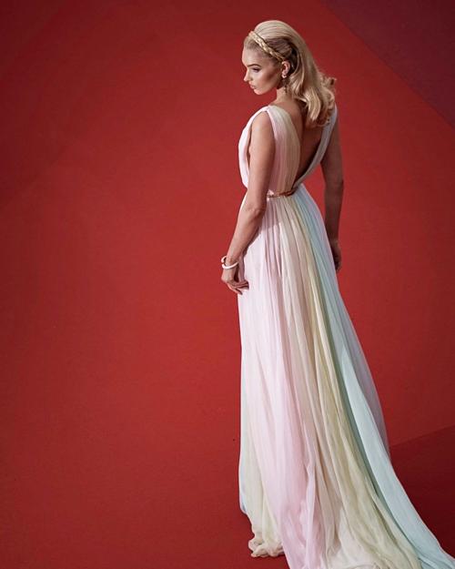 Những hình ảnh đẹp như cổ tích tại Cannes của thiên thần nội y Elsa Hosk - 5