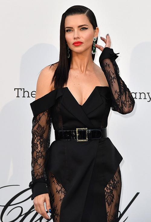 Adriana Lima sau khi giải nghệ vẫn góp mặt trong chương trình với tư cách khách mời của Chopard.