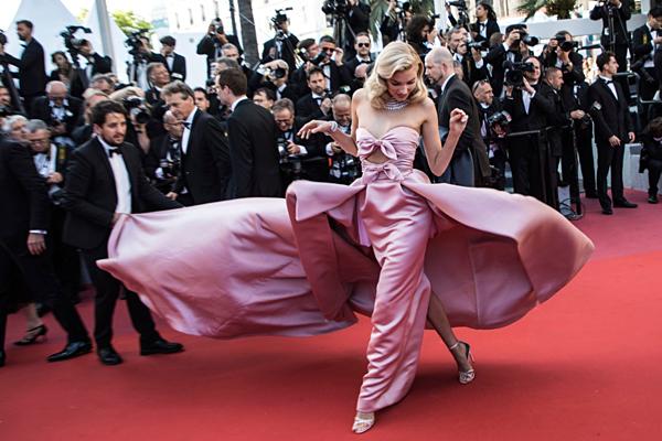 Những hình ảnh đẹp như cổ tích tại Cannes của thiên thần nội y Elsa Hosk - 1