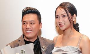 Ôm hôn vợ tình cảm, Lam Trường xóa bỏ tin đồn hôn nhân rạn nứt