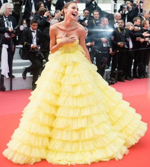 khi dự thảm đỏ phim Oh Mercy! vào ngày 9 LHP Cannes 2019.