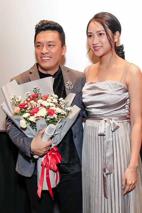 Lam Trường và vợ xuất hiện công khai, xóa bỏ tin đồn hôn nhân rạn nứt.