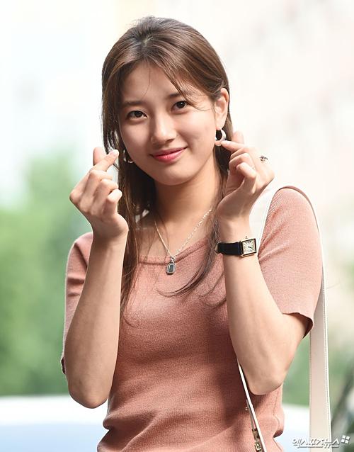 Ăn mặc giản dị, nhan sắc Suzy vẫn khiến netizen trầm trồ - 4