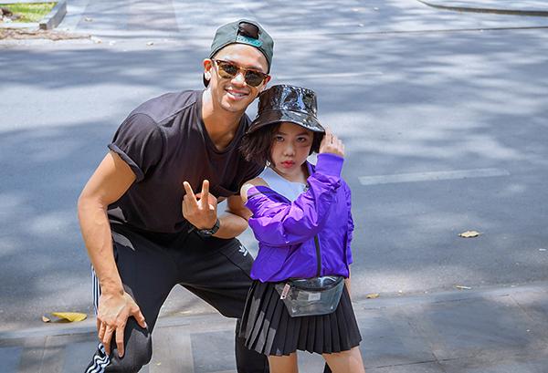 Trong tập 7 của series Kinh khủng khiếp, Trọng Hiếu chọn chủ đề Thời trang với sự tham gia của khách mời Khánh An - mẫu nhí 7 tuổi. Cô bé nổi tiếng cả thế giới với khả năng catwalk điêu luyện, đặc biệt là clip catwalk trong quả bóng kín. Bé từng được siêu mẫu quốc tế Coco Rocha trực tiếp khen ng