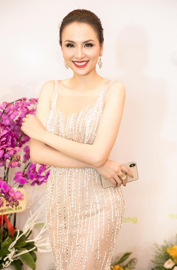 <p> Tham dự sự kiện còn có nhiều sao Việt khác như Hoa hậu Thế giới người Việt Diễm Hương.</p>