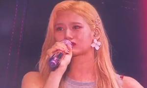 Sana (Twice) bật khóc trên sân khấu, lần đầu lên tiếng sau scandal