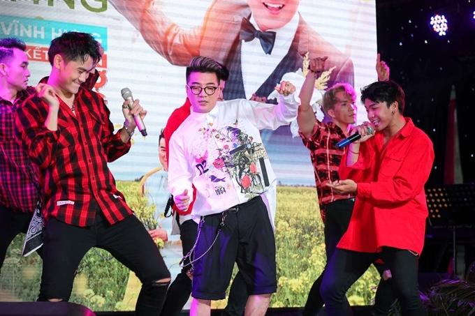 """<p> Anh còn hé lộ ca khúc """"Đàn ông khóc bằng tim"""" (sáng tác Kannan Nguyễn) dự kiến phát hành vào tháng 6 tới.</p>"""