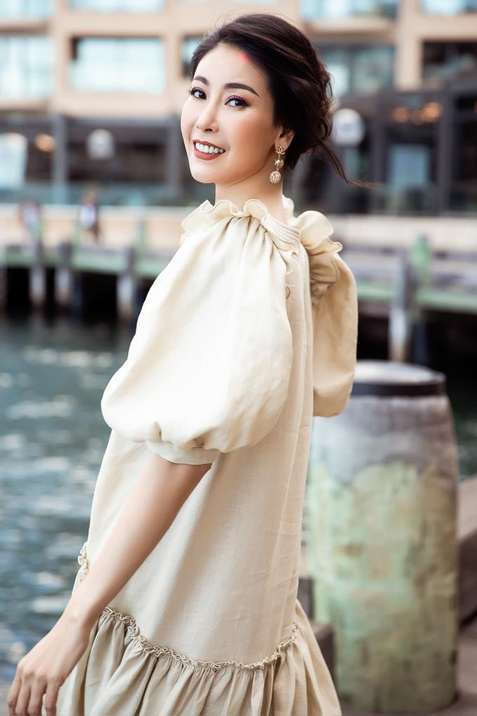 <p> Người đẹp diện những bộ váy yêu thích trong bộ sưu tập mới của Đỗ Mạnh Cường, được cô mua ngay sau khi trang phục lên sàn diễn.</p>
