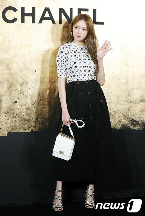 Lee Sung Kyung xuất thân là người mẫu.