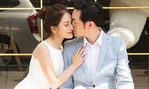 Dương Khắc Linh hôn Sara Lưu ngọt ngào khi chụp ảnh cưới