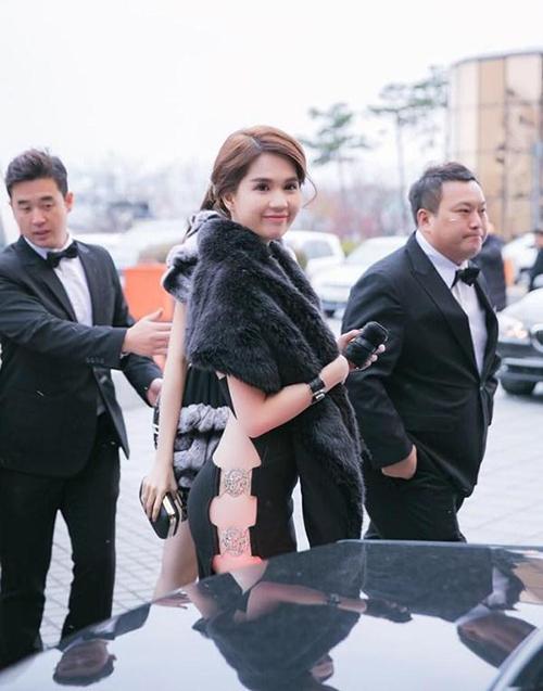 Người đẹp từng gây xôn xao với trang phục kiệm vải khi dự sự kiện ở Hàn giữa thời tiết xuống 0 độ.