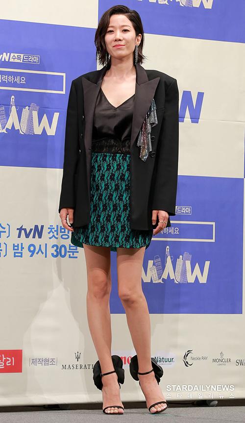 Jeon Hye Jin có hình tượng mạnh mẽ, sành điệu trên phim.