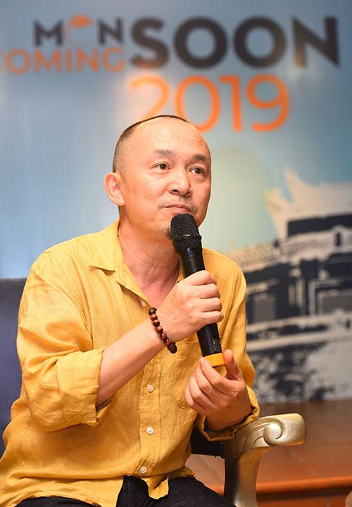 Nhạc sĩ Quốc Trung trong buổi họp báo.