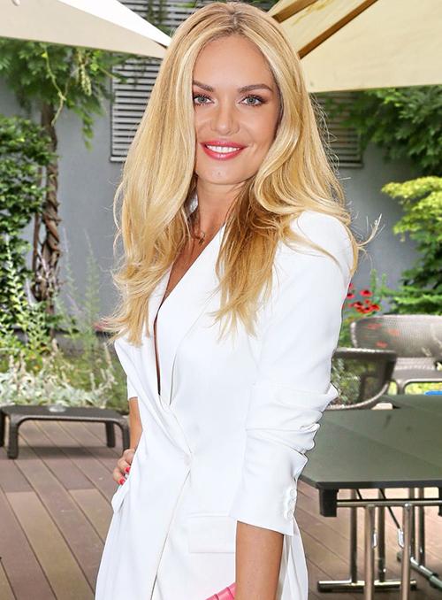 Theo thời gian, người đẹp sinh năm 1987 ngày càng sắc sảo và quyến rũ hơn. Vẻ đẹp của cô được đánh giá là không đi theo hướng nhẹ nhàng, phúc hậu như nhiều Hoa hậu Thế giới khác mà ngược lại rất high fashion.