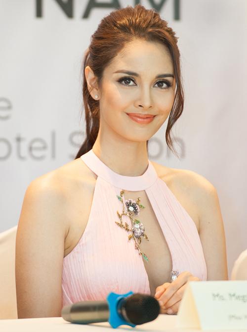 Nhan sắc sinh năm 1990 tươi trẻ trong một sự kiện tại Việt Nam vào năm 2018.