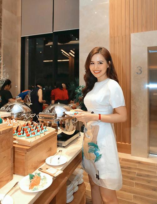 Phanh Lee dự tiệc sang chảnh ở Đà Nẵng.