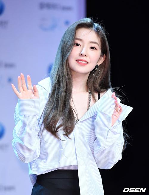 Irene gây chú ý khi lộ vết thương ở đầu gối tại sự kiện
