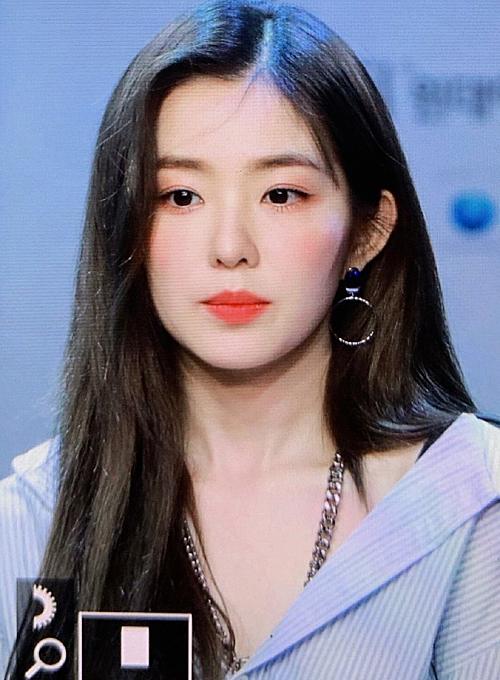 Tại buổi giao lưu, Irene tiết lộ cả nhóm đang luyện tập chăm chỉ cho album và concert mới.