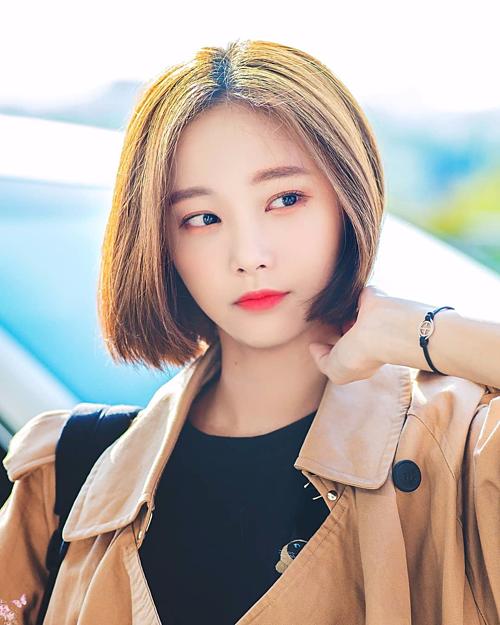 Nếu đang tìm kiếm kiểu tóc ngắn cá tính, năng động thì một mái tóc như Yeonwoo (Momoland) rất có thể là lựa chọn hay ho cho các cô gái diện trong dịp hè.