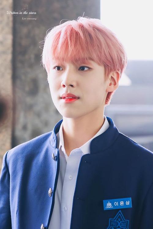 Lee Eun Sang giữ vững phong độ trong top 5. Chàng trai tóc đỏ rất được lòng fan Hàn nhờ nụ cười ấm áp, khả năng trình diễn tốt và tính cách hiện lành.