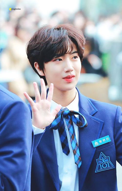 Ham Won Jin là thực tập sinh của công ty Starship. Thứ hạng của anh chàng tăng từng tuần và khiến nhiều thí sinh khác dè chường.
