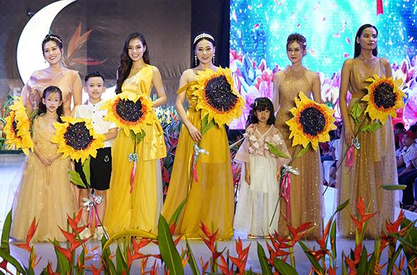 top 5 Hoa hậu hoàn vũ Tiêu Ngọc Linh, Hoa hậu du lịch Pháp Quỳnh Nga đã nhận lời đồng hành xuyên suốt cùng chương trình. Họ tham gia trình diễn cùng dàn mẫu nhí, đồng thời trực tiếp tham gia các hoạt động từ thiện ngay sau fashion show.