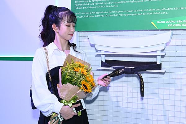 Không chỉ có bóng đá, tinh thần thể thao nói chung còn thể hiện qua nhiều món đồ khác của nhiều VĐV nổi tiếng. Cô gái vàng của làngTaekwondo Việt Nam mang đếnchiếc đai võ đã phai màu cùng câu chuyện vượt gian nan, gắn bó với sự nghiệp.