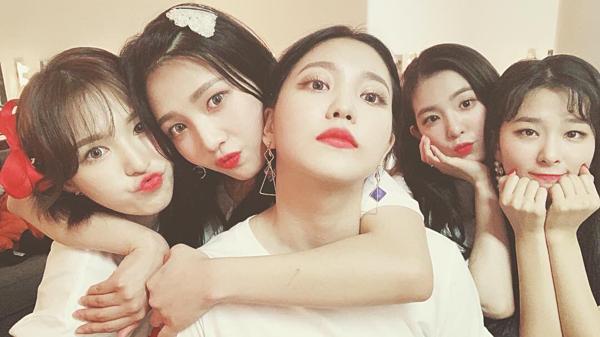 Seul Gi (Red Velvet) dẫn đầu top 100 nữ idol được cộng đồng lesbian Hàn Quốc yêu thích nhất