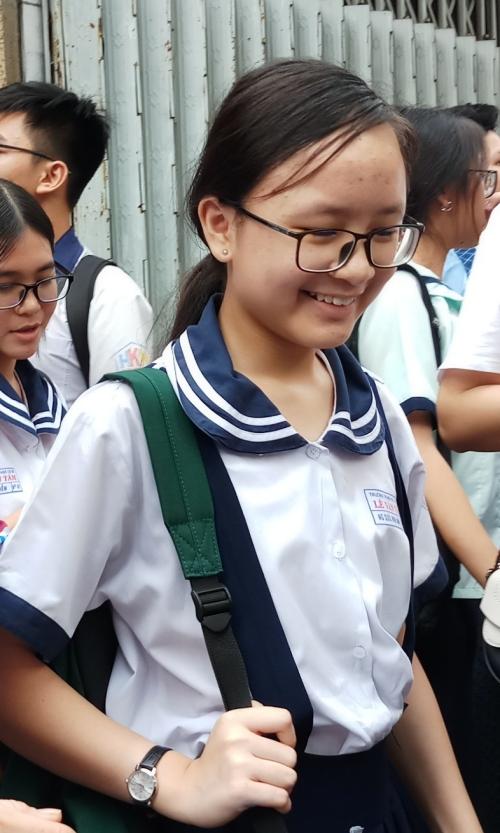 Thí sinh TP HCM sau môn thi Ngữ văn sáng 2/6.