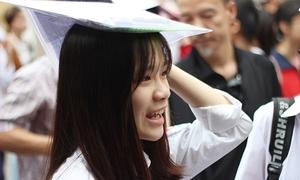 Thí sinh Hà Nội tươi rói vì đề Văn vào lớp 10 vừa sức