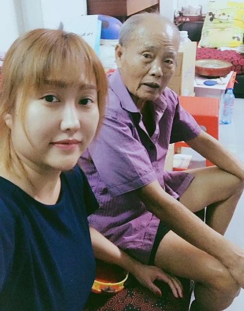 Phi Thanh Vân và người cha quá cố.