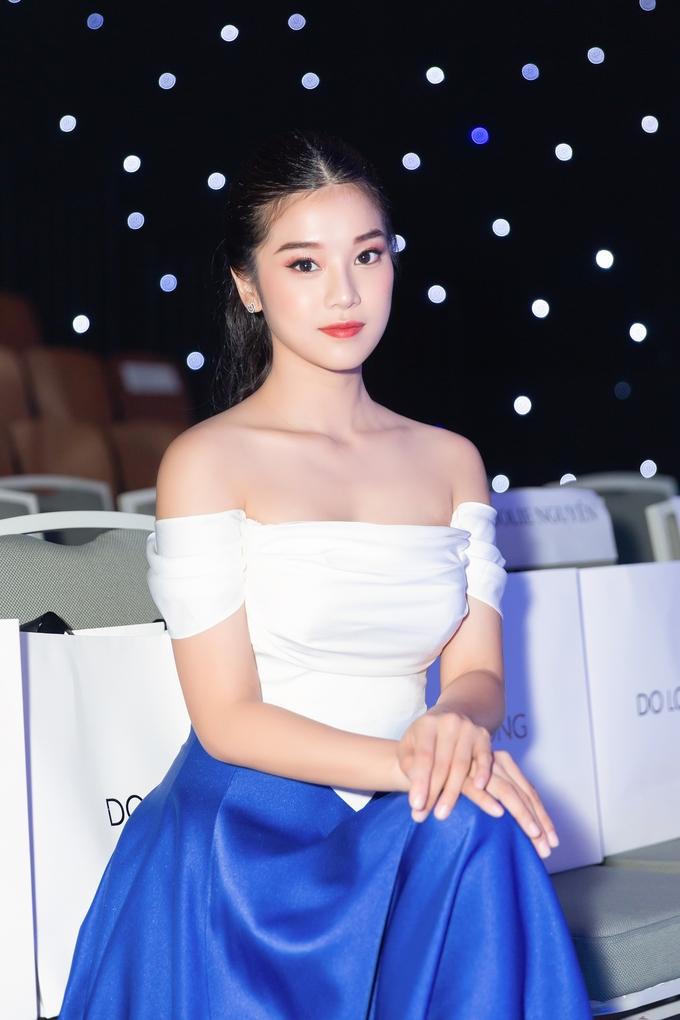 """<p> Cách đây ít ngày, Hoàng Yến Chibi quay lại với âm nhạc bằng cú bắt tay với nhạc sĩ Tăng Nhật Tuệ qua ca khúc """"Thanh xuân của cô gái nhà bên"""".</p>"""