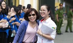 Thí sinh Hà Nội rạng rỡ, phấn khởi sau bài thi tiếng Anh vào lớp 10