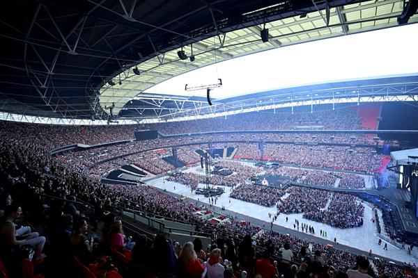 Doanh thu khủng của BTS sau concert lịch sử tại SVĐ Wembley