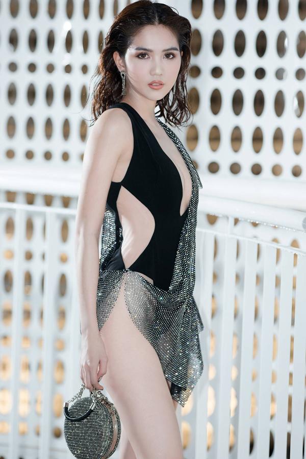 <p> Chân dài cho biết bên cạnh thiết kế mang cảm hứng từ biển, cô đầu tư làm tóc ướt để phù hợp với chủ đề của show.</p>