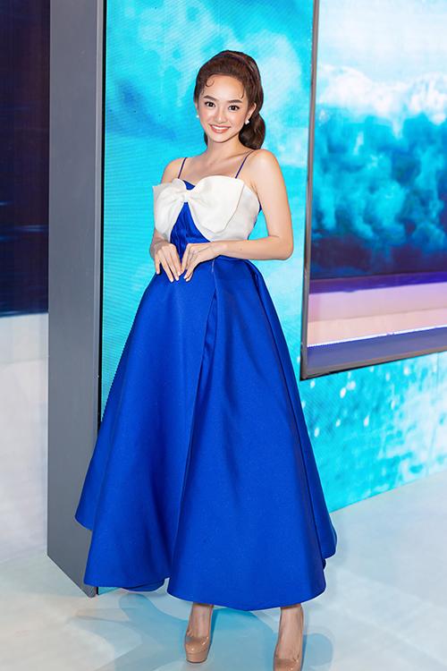 Kaity Nguyễn đáng yêu với chiếc váy xòe bồng.