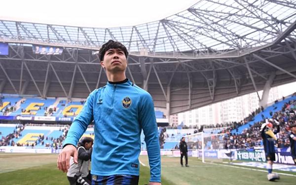 Hình ảnh Công Phượng trong những ngày đầu đến với Incheon United được nhiều báo xứ Hàn đăng ngày tạm biệt.