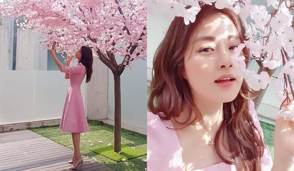 Hậu trường bức ảnh selfie đẹp mơ màng của Kang So Ra.