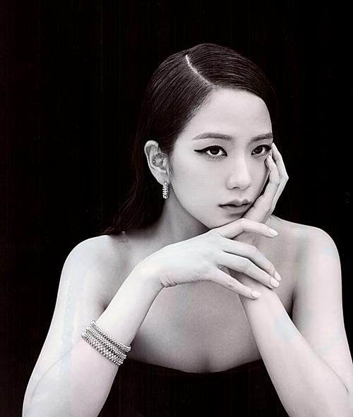 Điểm mạnh của Ji Soo chính là cô có thể dung hòa được 2 vẻ đẹp, vừa nữ tính vừa cá tính. Trong tương lai, nếu như YG tập trung push Ji Soo ở mảng phim ảnh, cô nàng có thể trở thành sao nữ hàng đầu như Suzy, Yoona.
