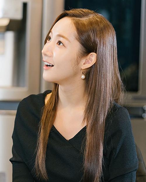 Qua phim mới, Park Min Young lần nữa chứng minh sức hút của mình trong giới làm đẹp, đồng thời tiếp tục khẳng định phong cách thời trang, trang điểm
