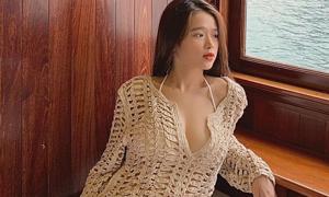 Dậy thì thành công, Linh Ka phổng phao khi diện đồ tắm