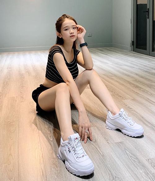 Dù không tham gia quá nhiều hoạt động nghệ thuật nhưng Linh Ka vẫn duy trì được sức nóng tên tuổi. Mỗi lần xuất hiện, cô nàng đều chọn phong cách trưởng thành, già dặn.