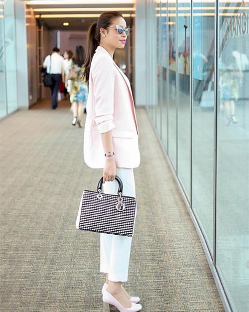 Lady Dior bản lớn khoảng 110 triệu đồng.