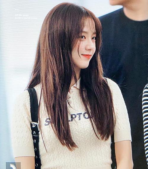 Ji Soo khoe kiểu tóc mái thưa mới toanh.