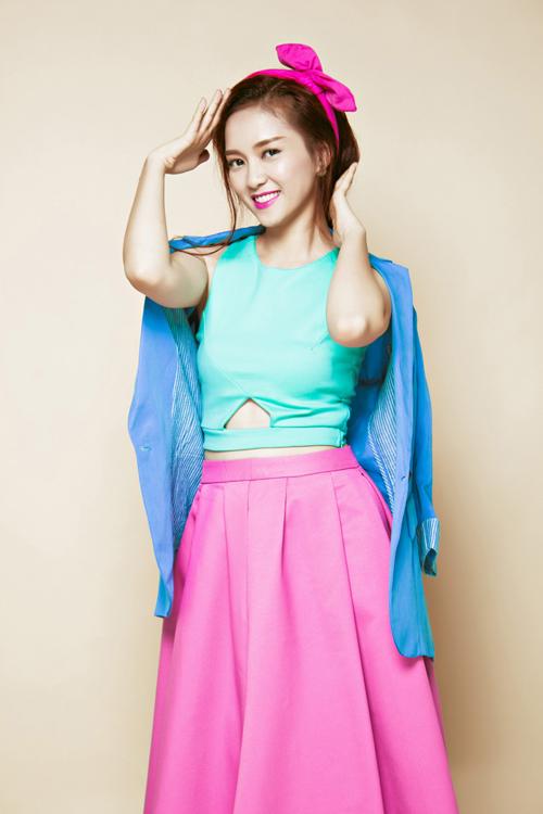 Nữ ca sĩ Đinh Hương mang đến cho đêm diễn một ca khúc nổi tiếng mang tên River Deep Mountain High. Ảnh: Trí Nghĩa.